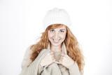 Ragazza sorridente dai capelli rossi poster