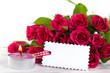 Blankolabel vor Rosenstrauß