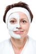 Frau mit Beautymaske