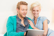 Paar mit Tablet-PC