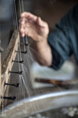 Producing silk fibers