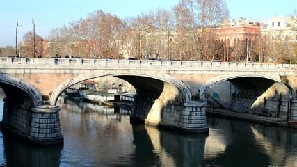 Passeggiata su Ponte Regina Margherita