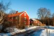 Rotgestrichene Häuser in Schweden im Abendlicht