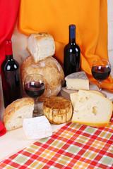 Formaggio e pane casereccio