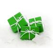 Grüne Weihnachtsgeschenke isoliert