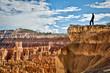 Homme au bord du canyon - Bryce Canyon, Utah, USA