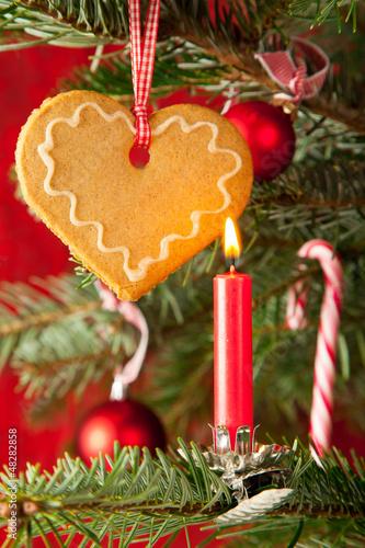 Lebkuchenherz am Weihnachtsbaum