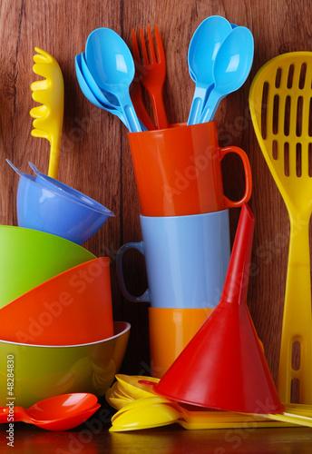 utensili da cucina in plastica colorati