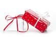 Geschenke in Rot und Weiß verpackt isoliert