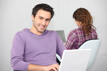Twentysomethings using laptop computers