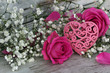 Herz mit Rosenblüten