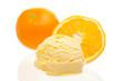Orangeneis mit Orangen auf weißem Hintergrund