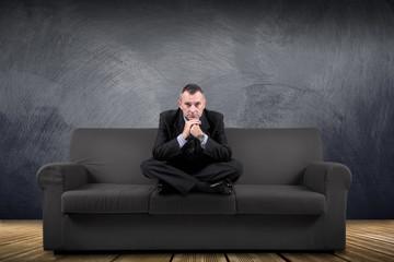 manager seduto sul divano