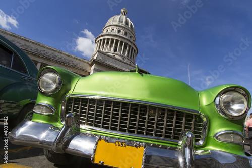 Poster Cubaanse oldtimers Oldtimer vor dem Capitol auf Kuba