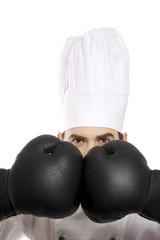 Koch versteckt sich hinter Boxhandschuhe