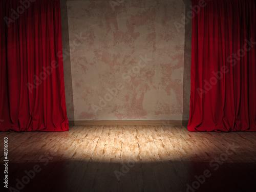 Alte Theaterbühne mit Scheinwerfer Spot