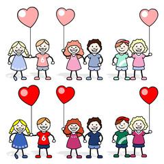 Chicos y chicas con globos en forma de corazón