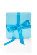 Hellblaues Geschenk mit Streifen isoliert
