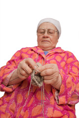 The elderly woman knits spokes