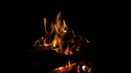 fogueira em sala de casa