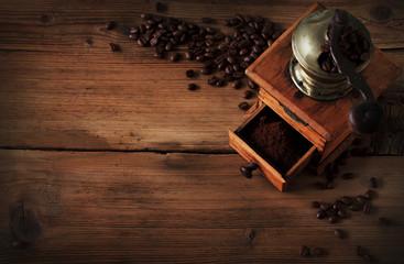Rahmen Kaffemühle mit Kaffeebohnen