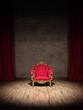 Prunkvoller Polsterstuhl auf Show Bühne