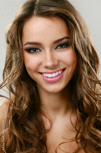Young beautifil latino woman smiling