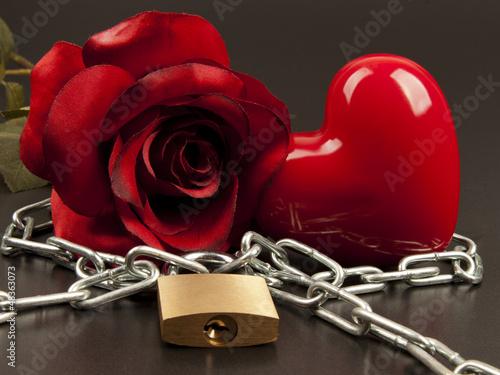 Herz und Rose mit Kette und Schloß