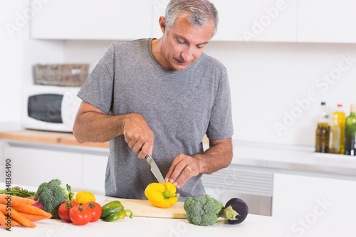Man cutting pepper