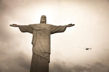 Cristo Redentor con elicottero