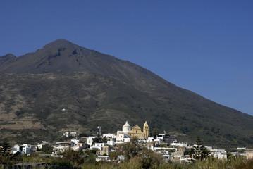 Häuser von Vincenzo am Fuß des Vulkan