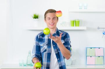 mit obst jonglieren