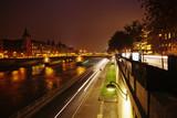 nachts am Seineufer in Paris