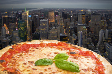 N.Y. Pizza margherita fly to the town