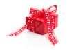 Rotes Geschenk zum Valentinstag