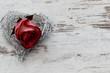 Drahtherz mit Rosenblüte
