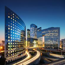 Bussines Architecture - gratte-ciel et les sentiers de lumière