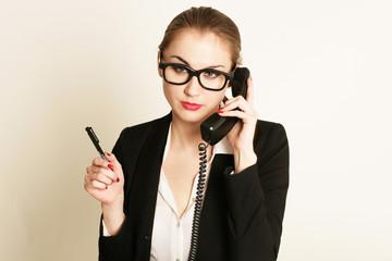 Geschäftsrau telefoniert