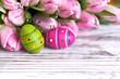2 Eier mit rosa Tulpen