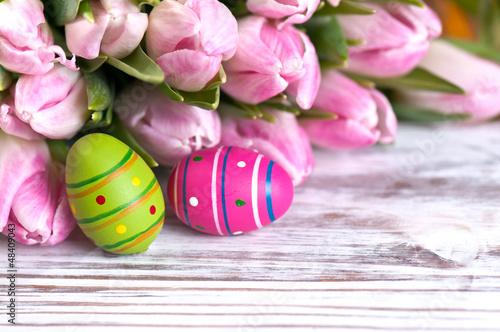 2 Ostereier mit Tulpen