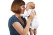Glückliche Mutter Nase an Nase mit Baby