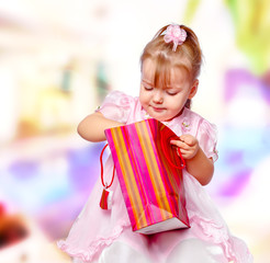 portrait of the girl in the mall holding a gift