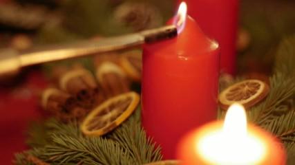 Kerze an Adventskranz