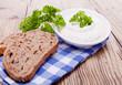 canvas print picture - Frischer Kräuterquark frischkäse mit gesundem Brot