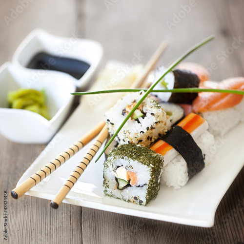 Sushi auf Holz quadratisch