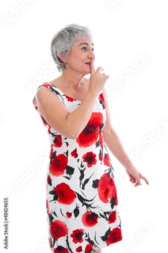 Ältere Dame bittet um Aufmerksamkeit