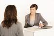 Personalchefin führt Bewerbungsgespräch
