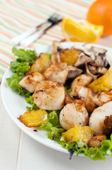 Scallops with mushrooms and oranges