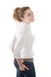 Junge Frau isoliert in Weiß blickt nach oben