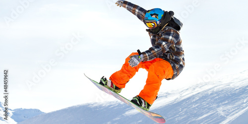 salto con snowboard